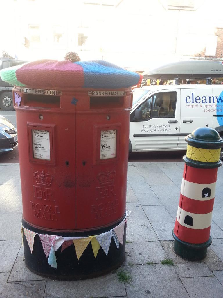 Even the post box was crafted a nice hat for the coming Autumn!